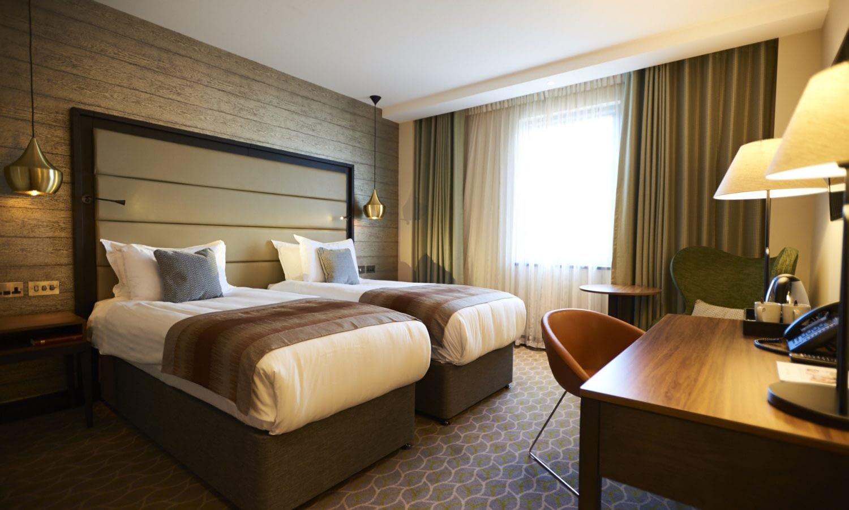 TW16_Hotel_Room_Std2_Twin04